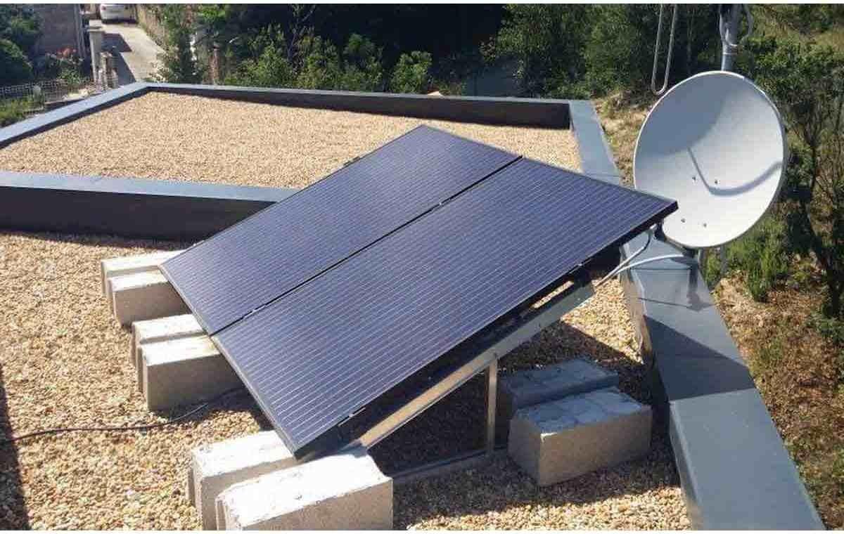 Fixation toiture plate 14 panneaux solaires