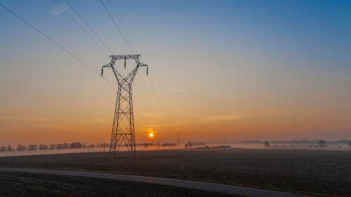 autonome-reseau-electrique-pylone