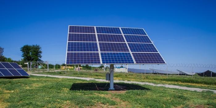 Quelle est la différence entre suiveur solaire et un tracker solaire ?