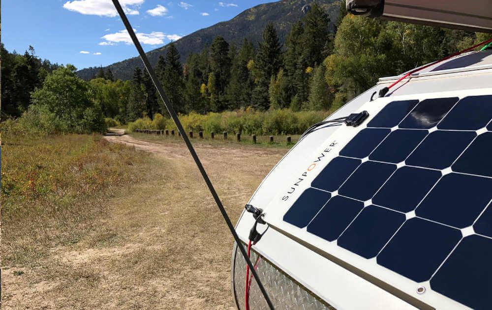 Fixations pour panneau solaire semi-flexible