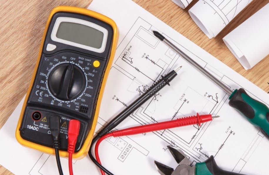 tester-regulateur-batterie-multimetre
